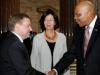 v.re.:  Nationalratsabgeordneter Werner Amon (V) begrüßt Seine Majestät den König von Lesotho - Letsie III. Bildmitte Nationalratsabgeordnete Christine Muttonen (S).